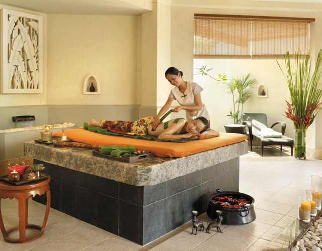 (N)64sp001h---Banana-Leaf-Treatment-at-CHI,-The-Spa.jpg